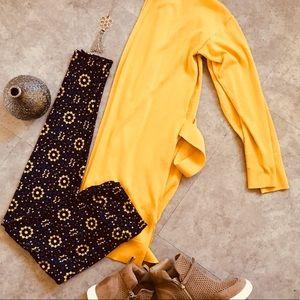 Outfit Cardigan & Leggings sz M ❤️